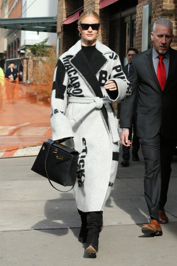 Cómo vestir bien cuando hace frío: abrigo manta