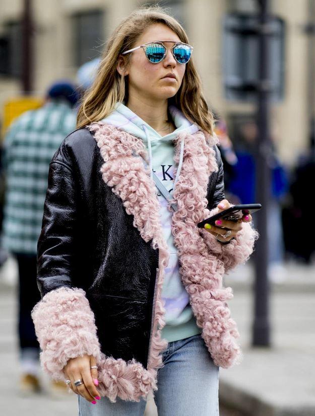 Cómo vestir bien cuando hace frío: forro de borreguito
